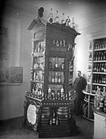 BCC745391 Shop display of wine and liqueurs, c.189