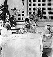 2634961 Gandhi at the reception given to poet Rabi
