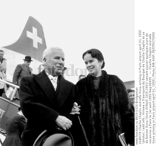 1648378 Charlie Chaplin and wife Oona arriving in Paris airport april 01, 1955 (photo); (add.info.: Arrivee a l\'aeroport du Bourget de Charlie Chaplin et sa 4e femme Oona (Oona O\'Neill 1925-1991) venant passer quelques jours de vacances a Paris le 1er avril 1955 Neg:A5605   ---  Charlie Chaplin and wife Oona arriving in Paris airport april 01, 1955); Photo В© AGIP; RESTRICTIONS MAY APPLY FOR COMMERCIAL USE - PLEASE CONTACT US;  out of copyright.