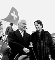 1648378 Charlie Chaplin and wife Oona arriving in
