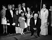2031175 Charlie Chaplin en famille; (add.info.: Ch