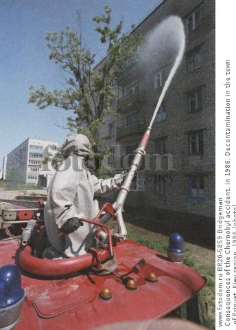 Consequences of the Chernobyl accident, in 1986. Decontamination in the town of Pripyat, Kiev region, 1986 (photo)