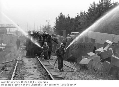 Decontamination of the Chernobyl NPP territory, 1986 (photo)