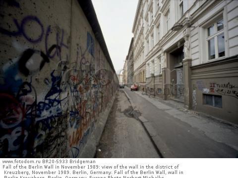Fall of the Berlin Wall in November 1989: view of the wall in the district of Kreuzberg, November 1989. Berlin, Germany. Fall of the Berlin Wall, wall in Berlin-Kreuzberg, Berlin, Germany, Europe Photo Norbert Michalke