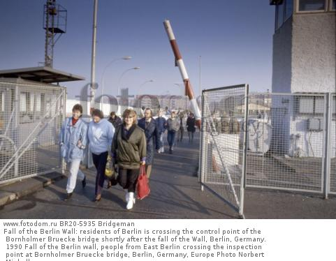 Fall of the Berlin Wall: residents of Berlin is crossing the control point of the Bornholmer Bruecke bridge shortly after the fall of the Wall, Berlin, Germany. 1990 Fall of the Berlin wall, people from East Berlin crossing the inspection point at Bornholmer Bruecke bridge, Berlin, Germany, Europe Photo Norbert Michalke