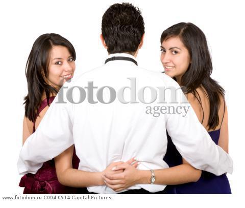 Парень и 2 девушки фото