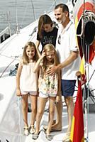 Король Испании с семьей посетили морской клуб