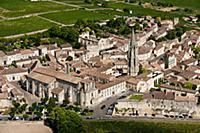 St-Emilion surrounded by vineyards  Gironde  Franc