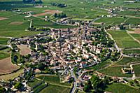 St-Emilion surrounded by its vineyards  Gironde  F