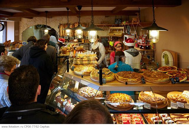 Christmas Eve queue in Boulangerie Alexandra  a popular bakery in the suburbs of Paris. Le Perreux-sur-Marne  Val-de-Marne  France.