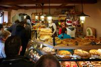 Christmas Eve queue in Boulangerie Alexandra  a po