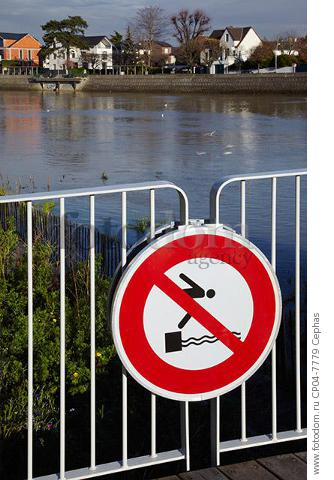 'No Diving' sign on jetty by the River Marne. Le Perreux-sur-Marne  Val-de-Marne  France.