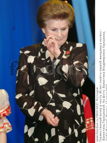 Торжественный вечер в честь 40 лет полёта первой женщины в космос - Валентины Терешковой. На фото: Валентина Владимировна Терешкова,   ГЦКЗ 'Россия', Москва, 17 июня 2003.