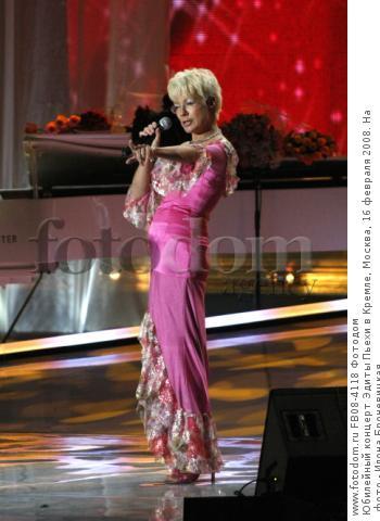Юбилейный концерт Эдиты Пьехи в Кремле, Москва, 16 февраля 2008. На фото - Илона Броневицкая.