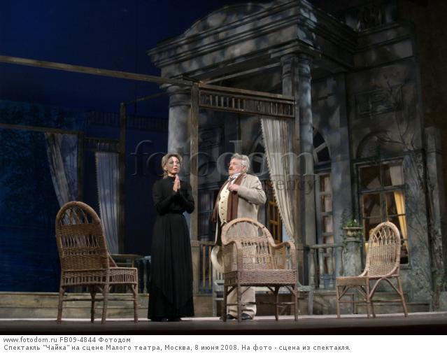 В связи с реконструкцией основной сцены актёры вынуждены завершить отпуск почти за месяц до открытия театрального