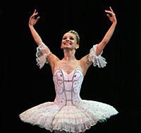 na-stsenu-mariinki-vishla-balerini-golie