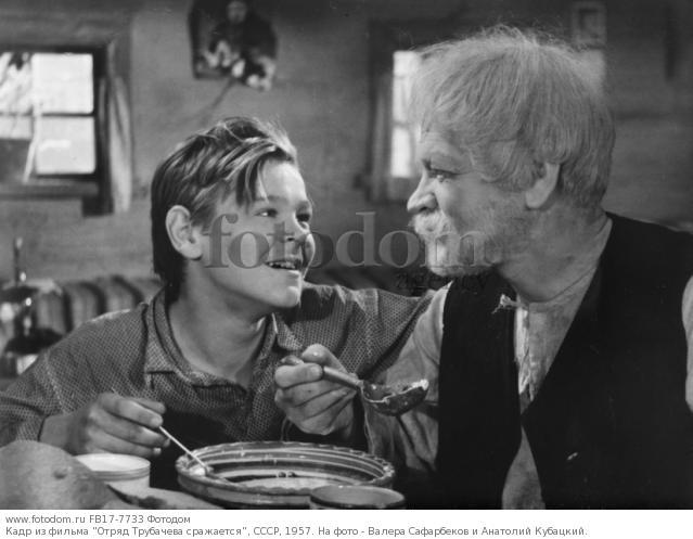 Кадр из фильма 'Отряд Трубачева сражается', СССР, 1957. На фото - Валера Сафарбеков и Анатолий Кубацкий.