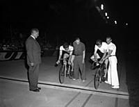 Reg Harris (right) at the start of the race .