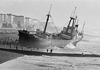 Dramatic photograph of a shipwreck at Brighton, 19