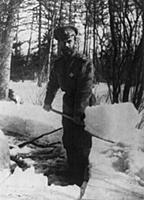 Russian Revolution: Emperor Nicholas II shovelling