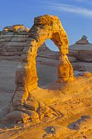 Delicate Arch at sunrise, Arches National Park, Ut
