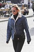 Диана Крюгер на прогулке