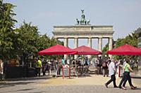 Germany, Berlin, Mitte, Brandenburg Gate in Parise