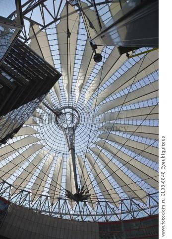 Germany, Berlin, Mitte, Potsdamer Platz, The Sony Centre interior with steel and glass canopy roof designed by Helmut Jahn