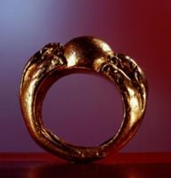 Gold ring in the form of a pair of dragons claspin