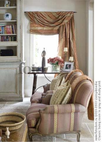 Classic living room in grey and dusky pink
