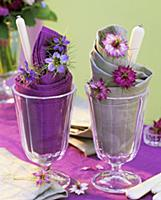 Napkins, cutlery and love-in-a-mist in sundae glas