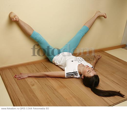 девушки разводят ноги буквой v фото