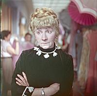 Кадр из фильма «Девушка без адреса», (1957). На фо