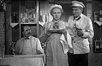 Кадры из фильма «Девушка с характером» (1939). На
