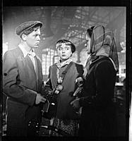 Кадр из фильма «Человек родился», (1956). На фото: