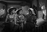 Кадр из фильма «Неповторимая весна», (1957). На фо