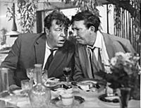 Кадр из фильма «Бриллиантовая рука», (1968). На фо
