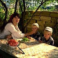 Кадр из фильма «Взрослый сын», (1979). На фото: Но