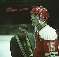 Кадры из фильмов с хоккейными сценами