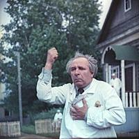 Актер Евгений Лебедев.