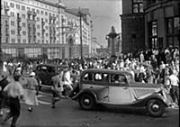 Кадры с автомобилями из фильма «Подкидыш», (1939)
