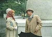 Кадр из фильма: 'Покровские ворота', (1982). На фо