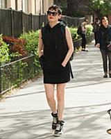 Rose McGowan goes on stroll wearing an wrist brace