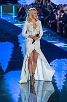Ellie Goulding on the runway during the 2015 New Y