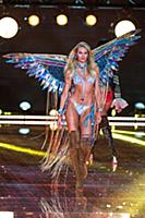Candice Swanepoel on the runway during the 2015 Ne