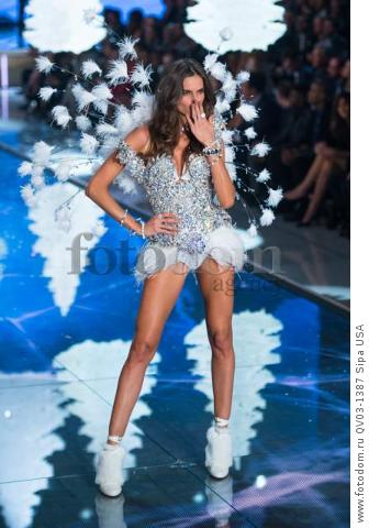 Isabel Goulart on the runway during the 2015 New York Victoria?s Secret Fashion Show held at the Lexington Armory in New York City on November 10, 2015. (Photo by Anthony Behar) *** Please Use Credit from Credit Field *** *** Please Use Credit from Credit Field ***