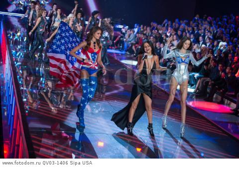 Taylor Hill, Selena Gomez and Megan Puleri on the runway during the 2015 New York Victoria?s Secret Fashion Show held at the Lexington Armory in New York City on November 10, 2015. (Photo by Anthony Behar) *** Please Use Credit from Credit Field *** *** Please Use Credit from Credit Field ***