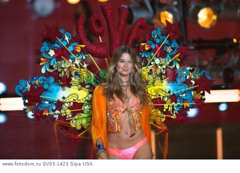 Behati Prinsloo on the runway during the 2015 New York Victoria?s Secret Fashion Show held at the Lexington Armory in New York City on November 10, 2015. (Photo by Anthony Behar) *** Please Use Credit from Credit Field *** *** Please Use Credit from Credit Field ***