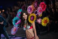 Lily Aldridge  on the runway during the 2015 New Y
