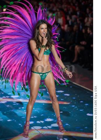 Alessandra Ambrosio on the runway during the 2015 New York Victoria?s Secret Fashion Show held at the Lexington Armory in New York City on November 10, 2015. (Photo by Anthony Behar) *** Please Use Credit from Credit Field *** *** Please Use Credit from Credit Field ***